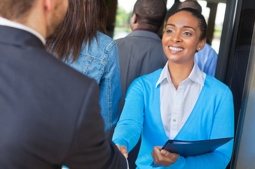 Benefits Of Attending A Career Fair (And Tips On How To Stand Out